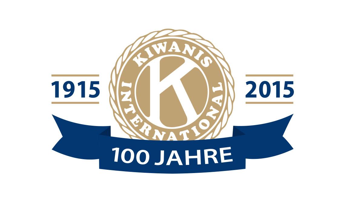 2000 Euro von Ehrenamtlichen f¸r gute Zwecke: Die Besucher des Hofs Postkamp konsumierten gern, um zu helfen. Die Kieler Ex-OB Angelika Voquartz (Mitte) ist ¸berw‰ltigt von der Summe.